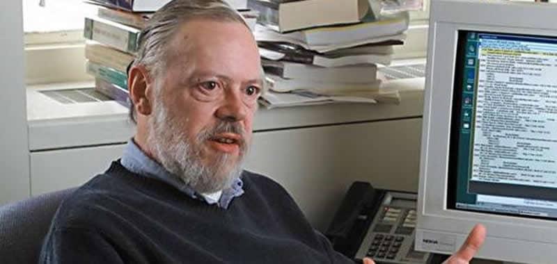 Dennis Ritchie - Creador del Lenguaje C | Biografía Informáticos | Dennis Ritchie fue un reconocido científico informático estadounidense. Es mejor recordado por crear el lenguaje de programación C y sus contribuciones al desarrollo del sistema operativo UNIX